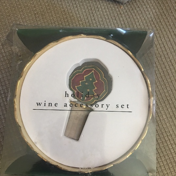 Pier 1 Imports wine stopper and coaster set